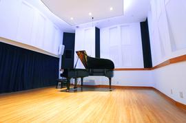 ピアノスタジオノア吉祥寺店OPEN!開放感あふれる天井高のピアノ練習スタジオです。